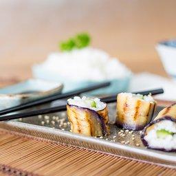<span>Aubergine-sushi met komkommer en sesamdressing</span><i>→</i>
